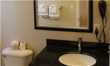 Country Inn Santa Rosa Room - Deluxe King Bathroom